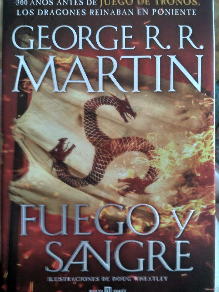 Ya le tocaba empezar #fuegoysangre de #georgerrmartin es una de esas #lecturas que por H o por B he ido postergando ¡Y eso que le tengo ganas! ¿A vosotros os ha pasado?   #lecturaactual #leyendo #nuevalectura #libro #poniente #westeros #dracarys #juegodetronos