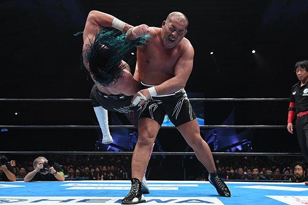"""NJPW: """"G1 Climax 29"""" Día 4 Taichi usa guante metálico sobre Naito 5"""