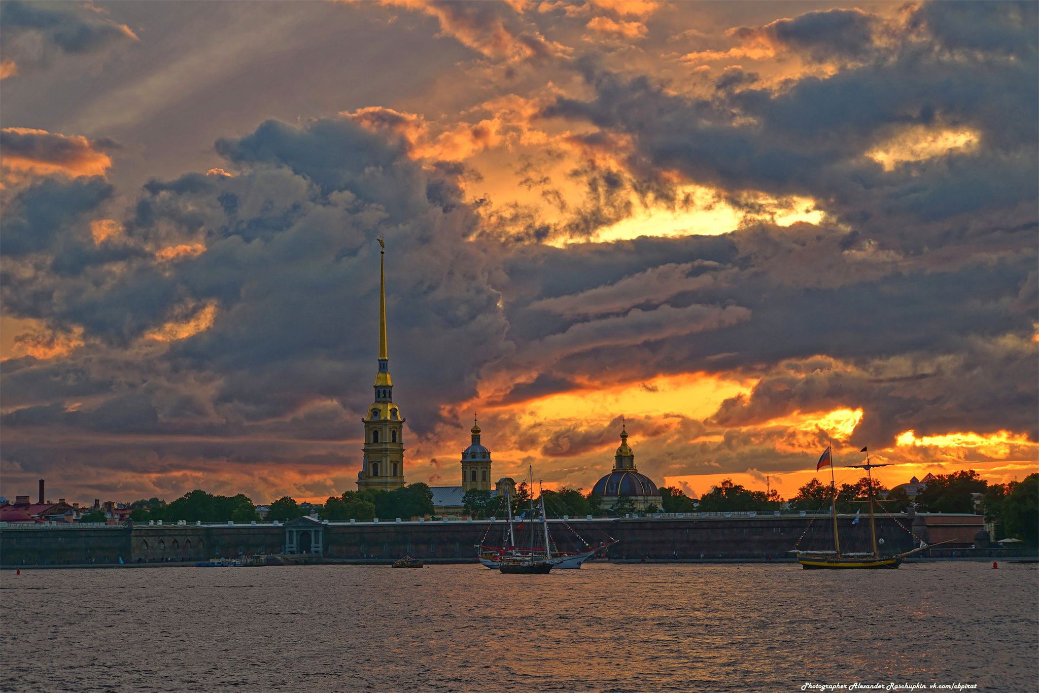 картинки санкт петербурга в закате нарисованных атлетов