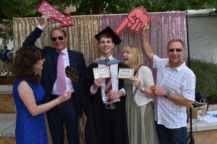 It's graduation day! Congratulations to all of our students graduating today 🎓 we hope you're enjoying your day and celebrating in style! Here's Rowan who just graduated from Natural Sciences, can you tell his family are pretty proud? 😆🙌🏻
