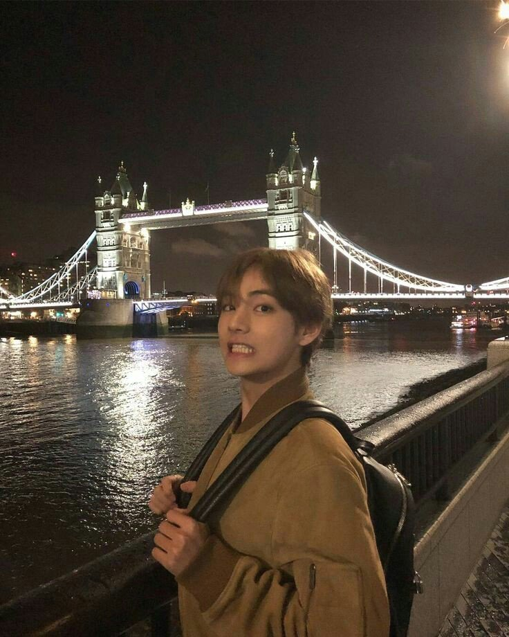 Dont be sad, we (ARMY) always stands by you. #WeLoveYouTaehyung Cepet sehat 💜💜