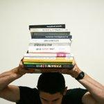«Не бійтесь галерей», читаємо на обкладинці однієї з книжок від @art_huss 📙 Дійсно, з такими книжковими партнерами як @art_huss боятися нема чого! Очікуйте на анонс та мандрівну бібліотеку від #гуртобус в малих містах України 🚌 🇺🇦