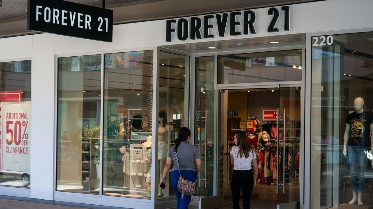 """Where did Forever 21 go wrong? """"A brand popular with millennials may not be popular with Gen Z."""" @WakeForestBiz retail expert Roger Beahm weighs in on this @latimes piece on trends and clothing. https://t.co/XkvqMWlAAI"""