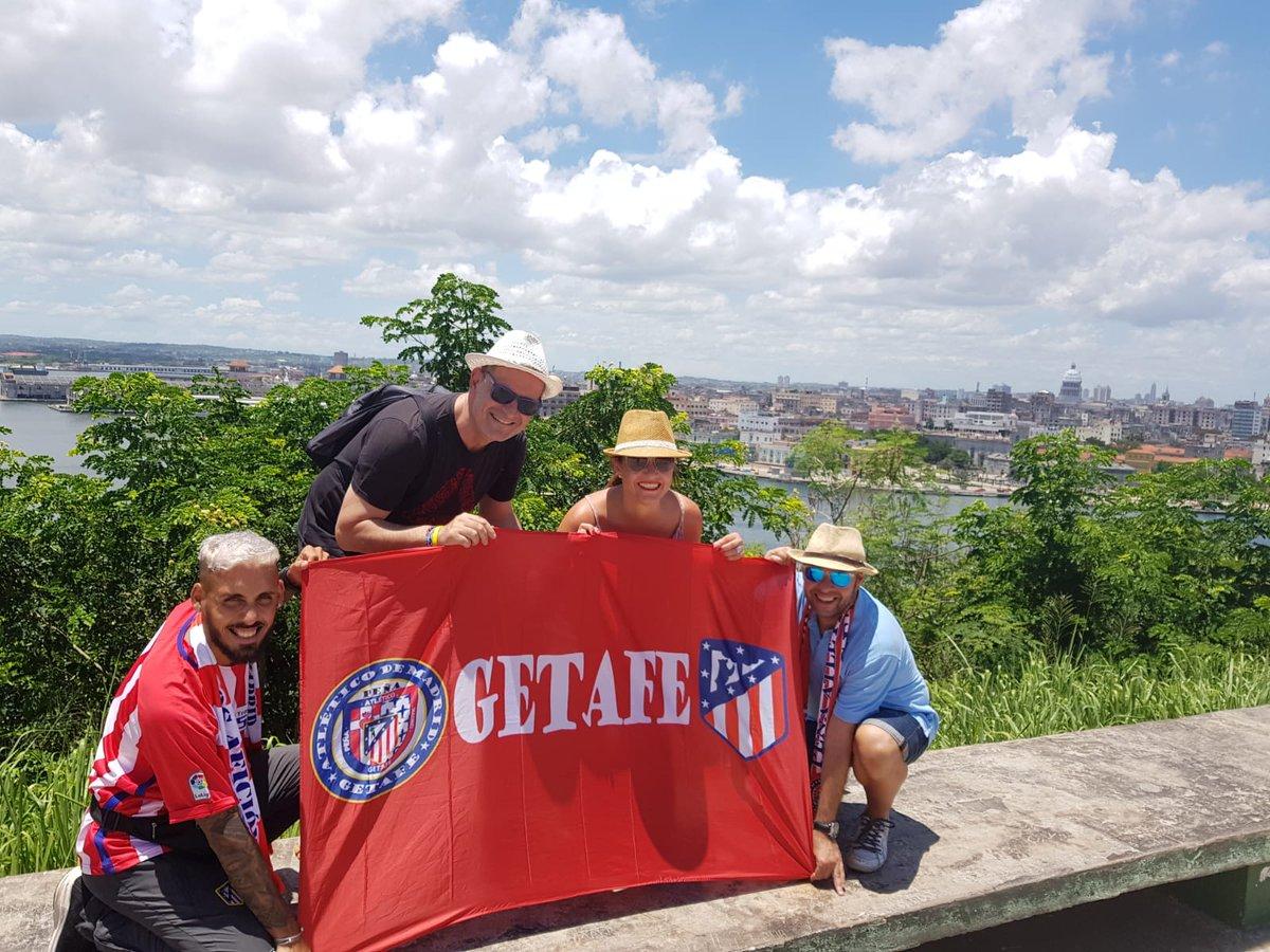 Nuestros socios de la Peña llevan al Atleti en su corazón y en sus vacaciones. @JoseLuisMarinA7 nos  envía unas fotos desde La Habana con la bandera de nuestra Peña y de la @unionatm . Bravo!! #SomosUniónSomosAfición #AtleticoMadrid #Atleti #AtléticosPorElmundo #AupaAtleti