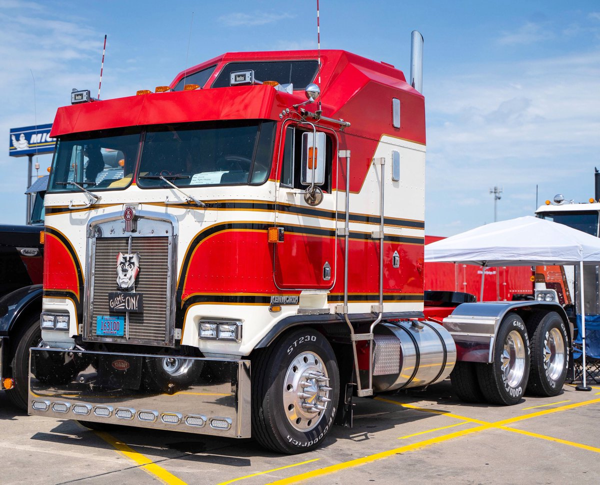 Happy Monday Sinners!! 😈💋 Super cool, classic #Kenworth cabover 😏🙌🏼