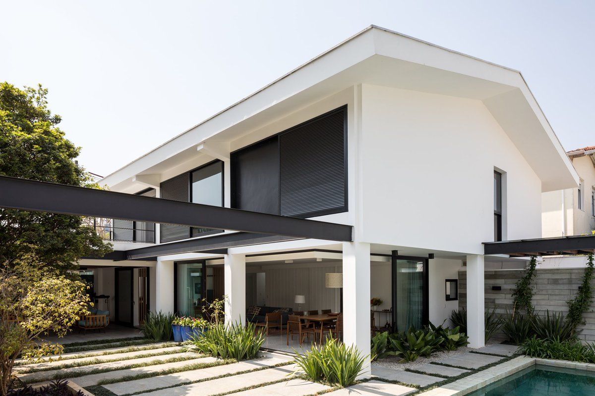 Metallic reinforcements are strategically placed on this home's #exterior. #architect  https://t.co/AHLOZ3WfeR https://t.co/zRXyY1kfvy