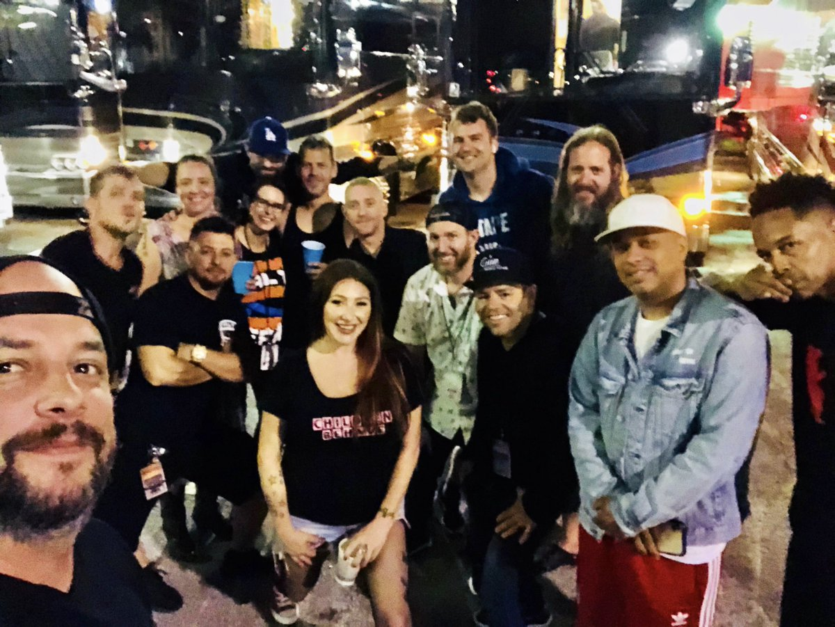 Hangin with the crew ... mix tape tour family. I love you all.  #teamtiff<br>http://pic.twitter.com/n3j8hrPy6Z