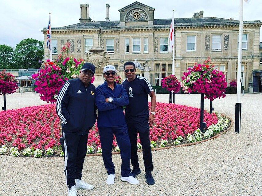 My brothers & I had a great time performing for all of you at the picturesque Audley End House in Essex, UK!  We'll be back  for @Carfestevent, then it's off to France for @NuitsGuitares!<br>http://pic.twitter.com/NQ6pvjBUbA