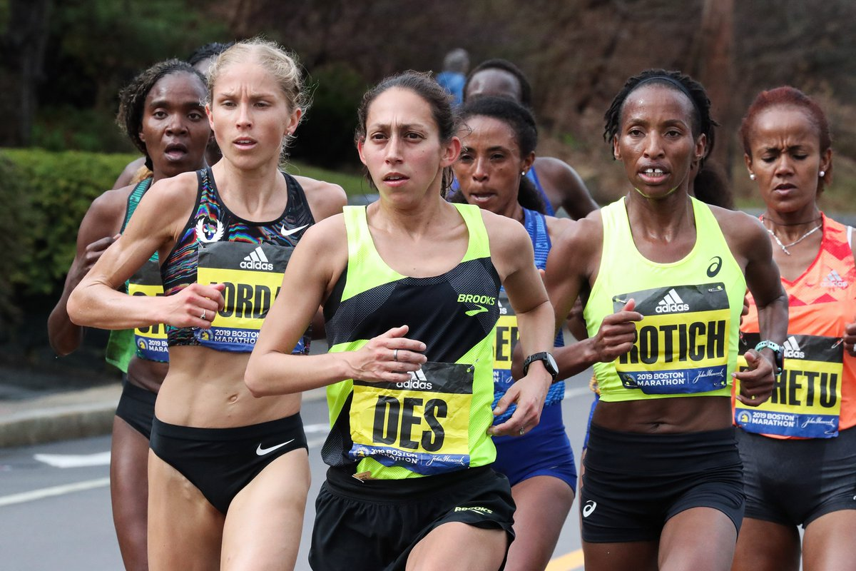 """When the run gets tough, focus on the moment that you're in and the mile that you're in. Don't think too far ahead. Just focus on the now."" -@des_linden  #MotivationMonday #BostonMarathon<br>http://pic.twitter.com/L3Q6APLxp3"