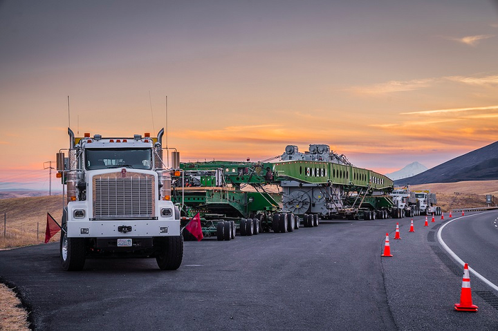 A look back at a heavy-haul by Omega Morgan utilizing a Kenworth C500 and two Kenworth T800s with a combination load of nearly 1 million pounds:  http://bit.ly/2XM8npJ   #Kenworth #C500 #OmegaMorgan