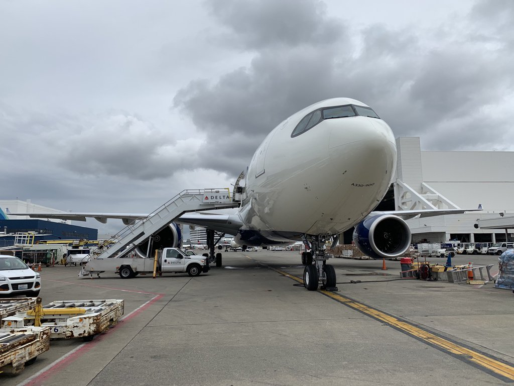 Getting a look at Delta's A330-900neo here @SeaTacAirport. The aircraft just entered service from here to Shanghai last week, the first North American operator.