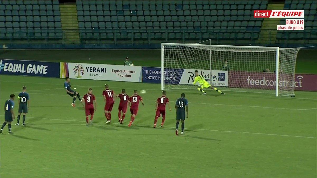 Nos U19 débutent parfaitement leur EURO en s'imposant 3-0 face à la République Tchèque ! 💯 ⚽️41' Alexis Flips (Lille) ⚽️48' Alexis Flips (Lille) ⚽️52' Charles Abi (St-Etienne)