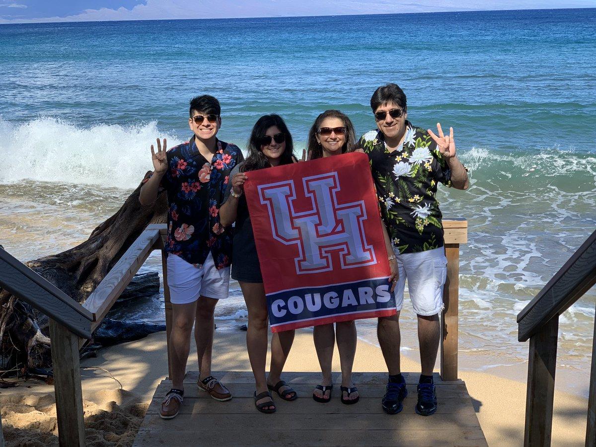 Aloha from Maui. Go Coogs @UHouston @houstonalumni<br>http://pic.twitter.com/js78GFnr83