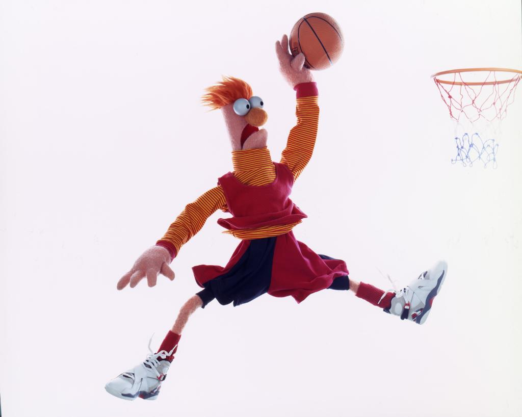 Despite some very enticing offers, Beaker still remains a free agent this upcoming basketball season. 🏀 #MeepMeep!