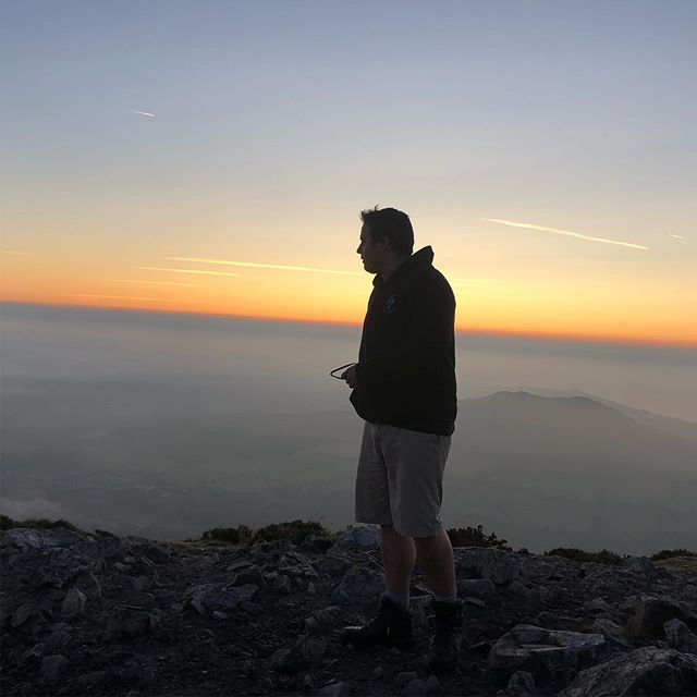 Great Sugar Loaf, Co. Wicklow, Ireland 🇮🇪 Sunrise with Jeff and Hannibal.  #greatsugarloaf #wicklow #hiking #hikingadventures #thegreatoutdoors #pathfinder