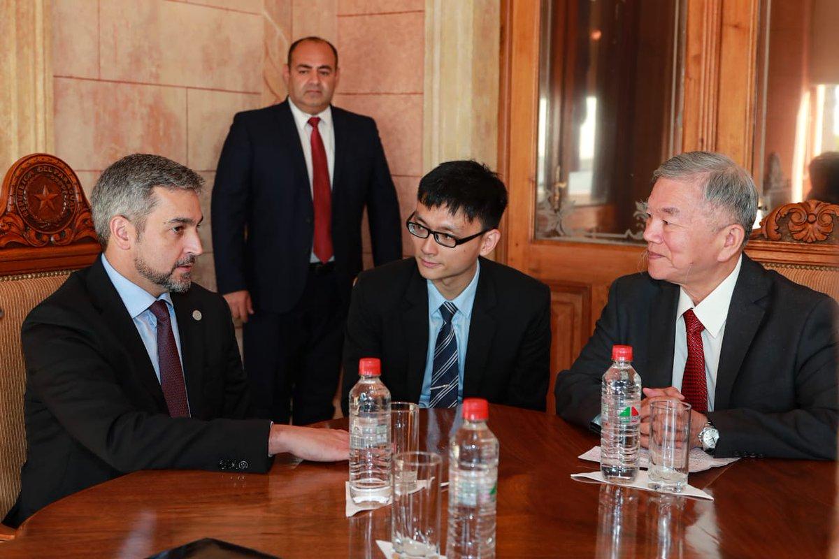 Hoy nos visitó el ministro de Economía de la República de China (Taiwán), Shen John-chin, quien nos anunció que 14 empresas taiwanesas están interesadas en invertir en Paraguay. Vamos a seguir potenciando estas relaciones!