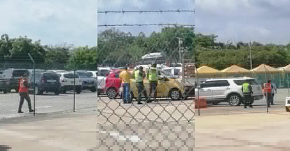 Una bebé fue dejada encerrada en un taxi por 40 minutos en el aeropuerto Ernesto Cortizzos de Barranquilla. Los padres de la bebé afirmaron que la dejaron dormida en el asiento trasero mientras reciban a unos familiares y el conductor del taxi afirmó que se bajó del carro por...