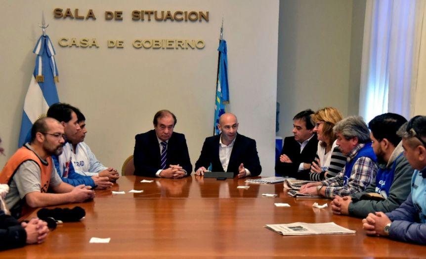 El gobierno puso paños fríos al conflicto y se reunió con los gremios https://www.lateclapatagonia.com.ar/5/42535-