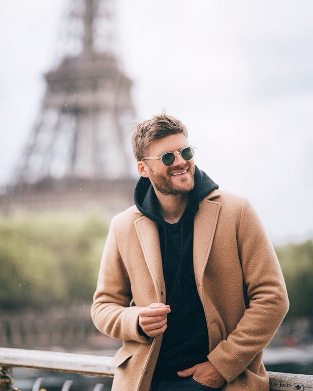 Le temps est bon...with @mrporterlive #mrporter Getting ready for a new week full of challenges. Starting with a smile thanks to @invisalign_fr https://t.co/B43J0X0ffa https://t.co/B7DFpPTD9p