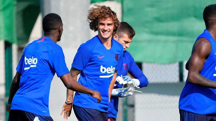 """📻 @jpaaace :""""Estamos obviando el maravilloso fichaje que ha hecho el Barça.""""  """"Asumo la sección con orgullo.""""  #FCBarcelona #Atleti   ▶️ https://www.spreaker.com/user/masquepelotas/mas-que-pelotas-15-07-19?autoplay=1…"""