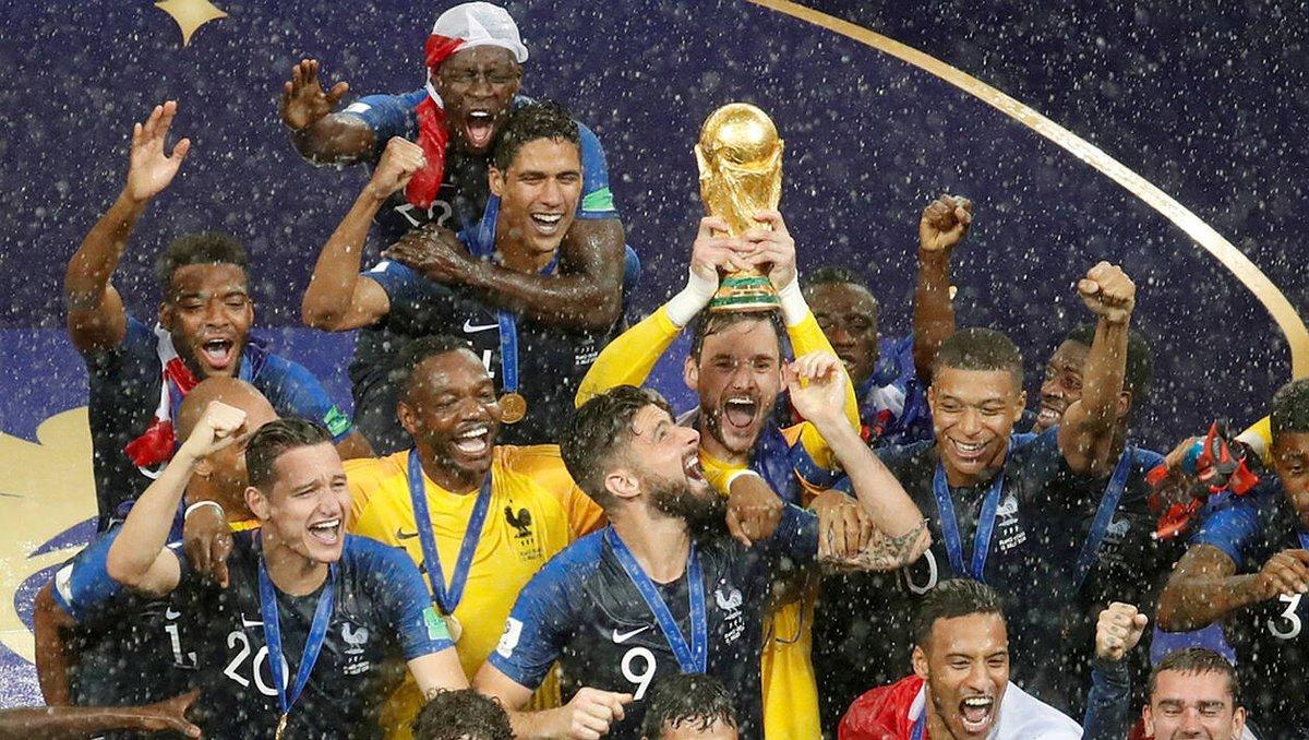 1 an déjà ⭐⭐ #15Juillet2018 #FranceCroatie #CoupeDuMonde #ChampionsDuMonde #Football #FiersDetreBleus #DeuxièmeÉtoile