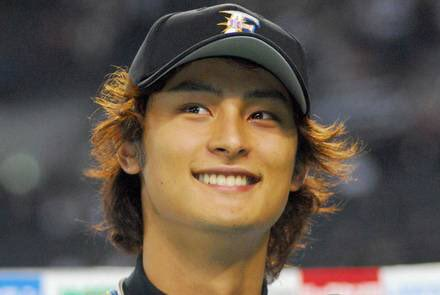 Omg young Yu Darvish is a perfect faceclaim for Miyuki Kazuya I'm dyin...look at that smile 😭❤️💦 pic.twitter.com/wGrkPeFys0