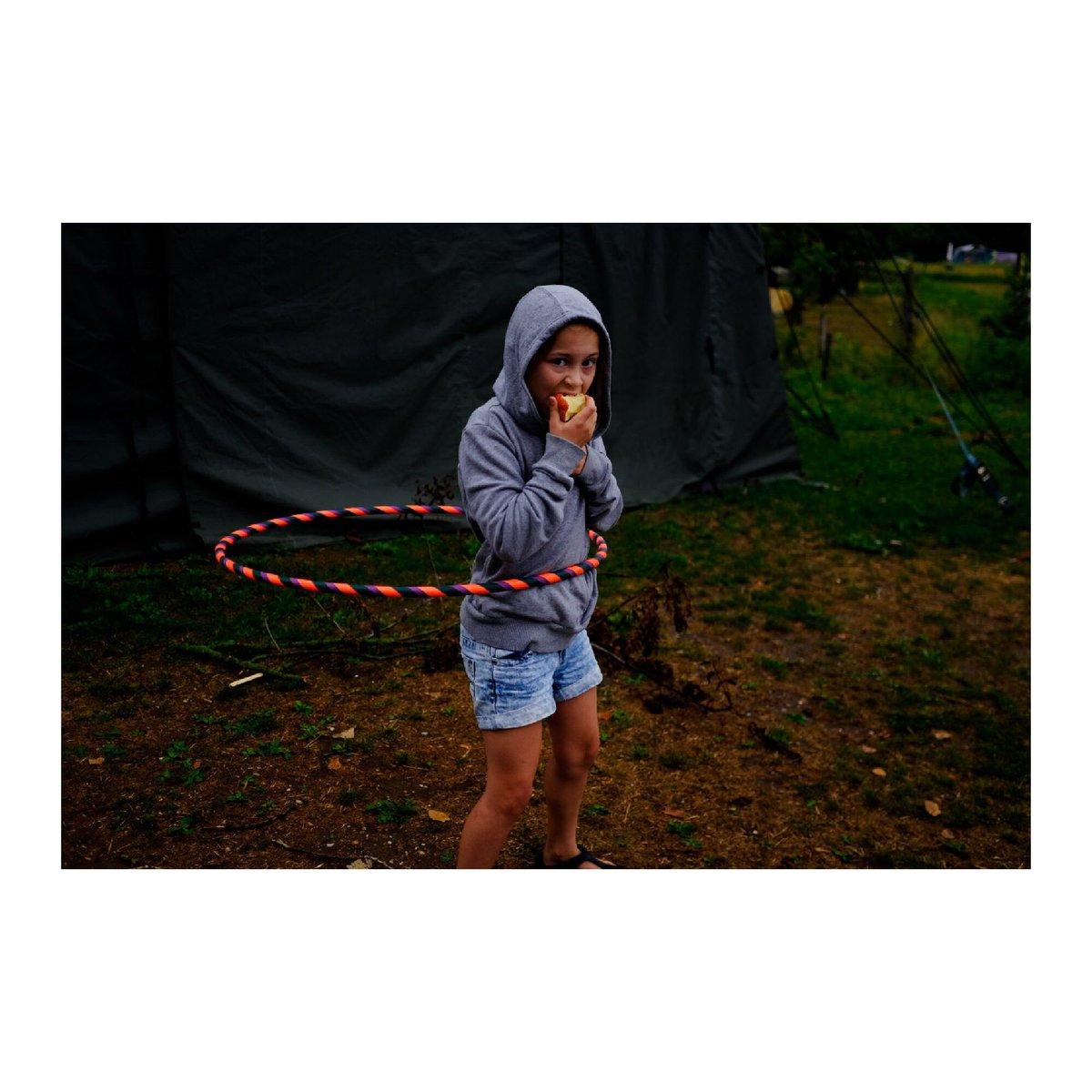 🍎  #hula #hooping #girl #yungharek #camping #outdoors #lensculture#portraitmood #portraiture #paperjournalmag#noicemag#nowness#streetphotography #streetphotographers  #portraitmood