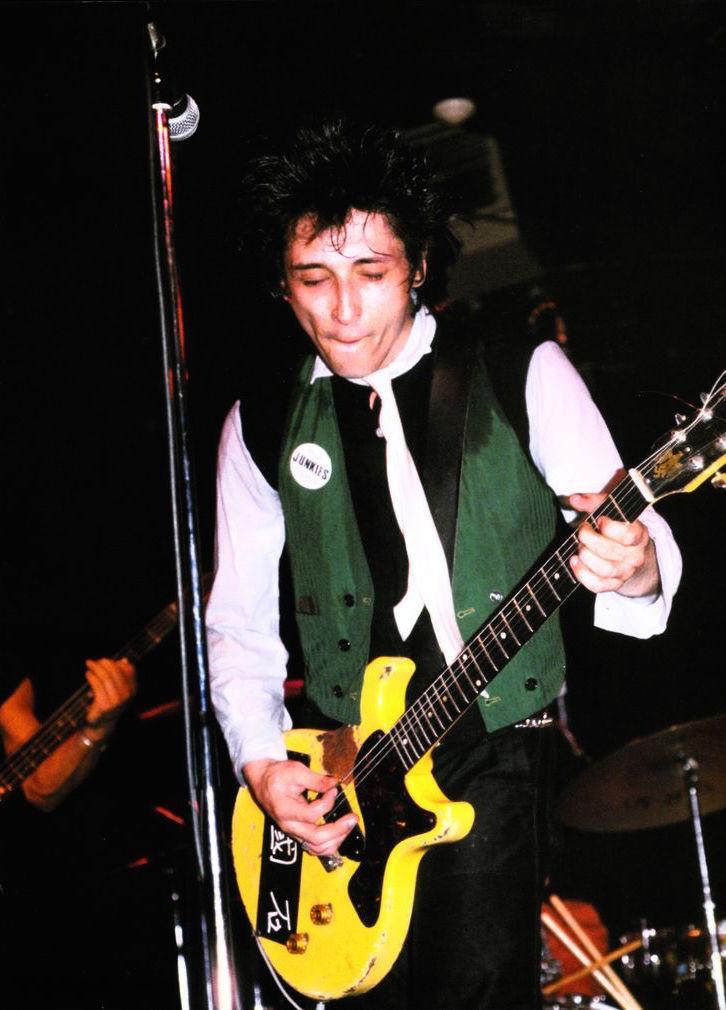 Happy birthday to New York Dolls #guitarist Johnny Thunders!  🎂  #guitar #guitaristofaday #guitaristsofinstagram #guitarists #Guitariste #guitaristlegend #guitaristofinstagram #guitaristguy #GuitaristOfTheDay #guitaristdaily #guitaristsofig #guitaristunite