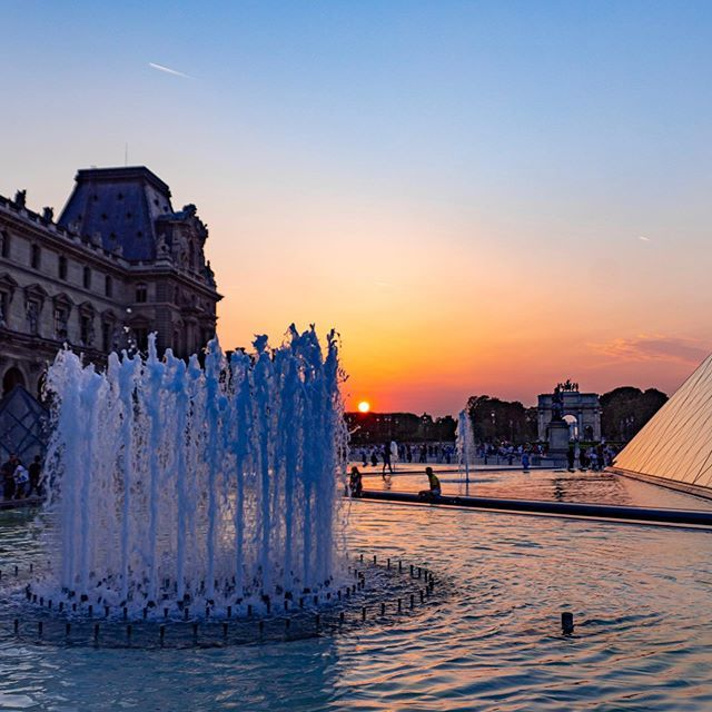Sunset behind the fountains of the Louvre⛲️🌅 . . #sunny #endofday #paris #france #bluesky #travel #parisphoto #instamood #louvre #bluesky #shadow #pyramid #architecture #sunset #ig_paris #travellushes #travelgram #photooftheday #architecture_lovers #… https://ift.tt/2XFnG3k