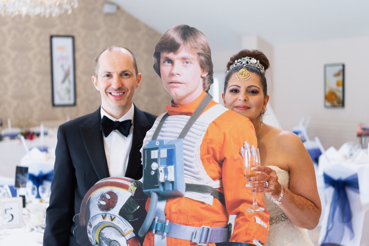 We did invite @HamillHimself but he sadly couldn't make it, but his cardboard self made an appearance 😀😀 #starwarsfan #starwars #jedi #MayThe4thBeWithYou @HadlowManor @gideoncresswell