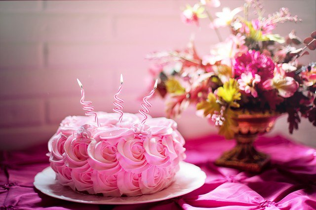 Pink Roses Birthday Cake | 55+ Amazing, Cool & Beautiful Birthday Cakes | #Birthday #Cake #Decorating #BirthdayCake #Baking #Food #Cooking #Desserts https://artandhome.net/beautiful-birthday-cakes/ …