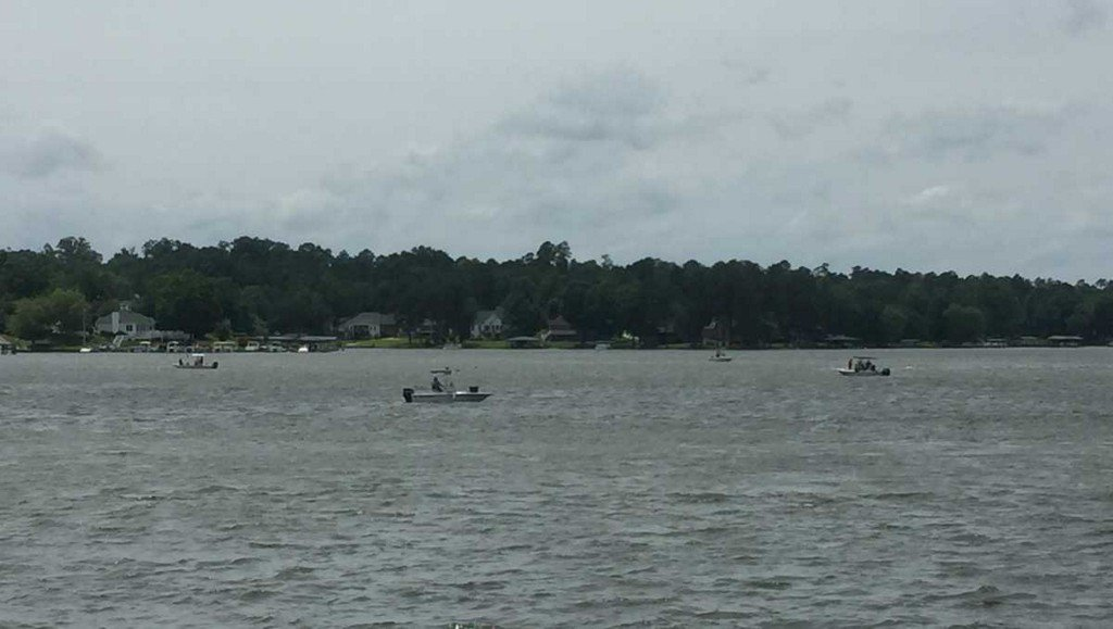 One person, 2 dogs die when boat overturns on SC lake, SCDNR says wyff4.com/article/one-pe…