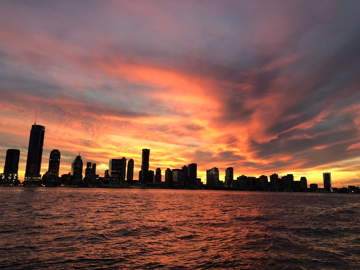 Today's fire in the sky over the Hudson River, taken from the North Cove Marina @BFPLny #NYC  #ItsAmazingOutThere<br>http://pic.twitter.com/MWynR11IzN – à North Cove Marina