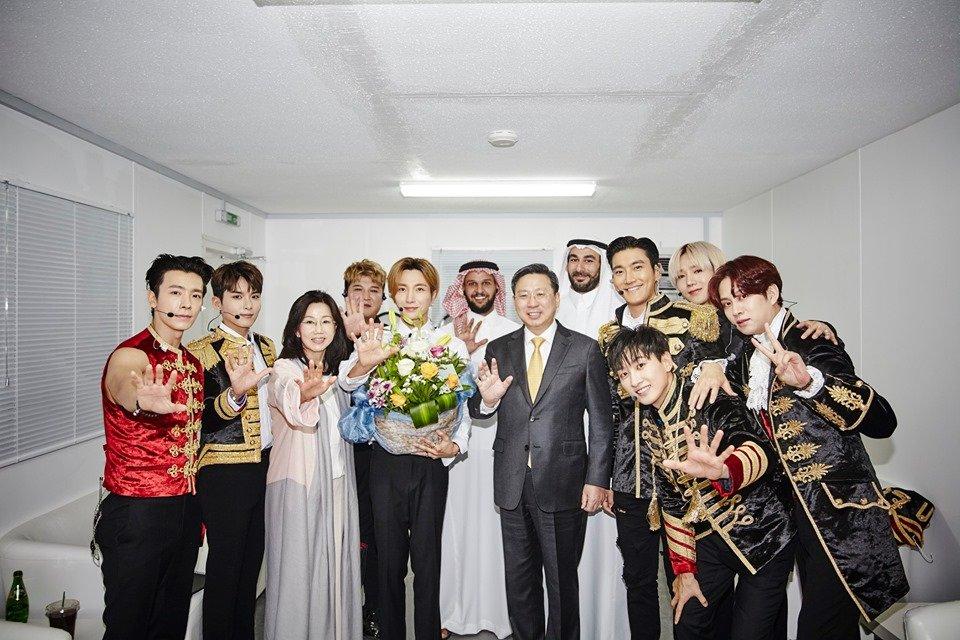 """[📰] Embaixador da Coreia do Sul é visto dançando no """"Super Show 7S"""" na Arábia Saudita http://www.suju.com.br/videos/embaixador-da-coreia-do-sul-e-visto-dancando-no-super-show-7s-na-arabia-saudita/…  #SUPERJUNIOR #슈퍼주니어 @SJofficial #슈주 #suju"""
