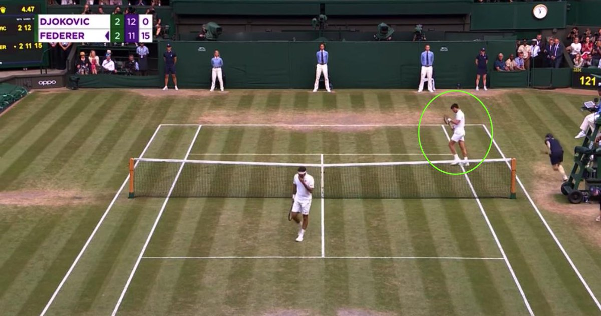 Look at the score: Nole's applauding a Federer volley. Never noticed it on first watch because I was losing my mind , but Djokovic's sportsmanship is first-rate. #Wimbledon (The crowd had just booed him twice in the space of about 5 minutes; they didn't applaud him here either) <br>http://pic.twitter.com/0uBB388zkz
