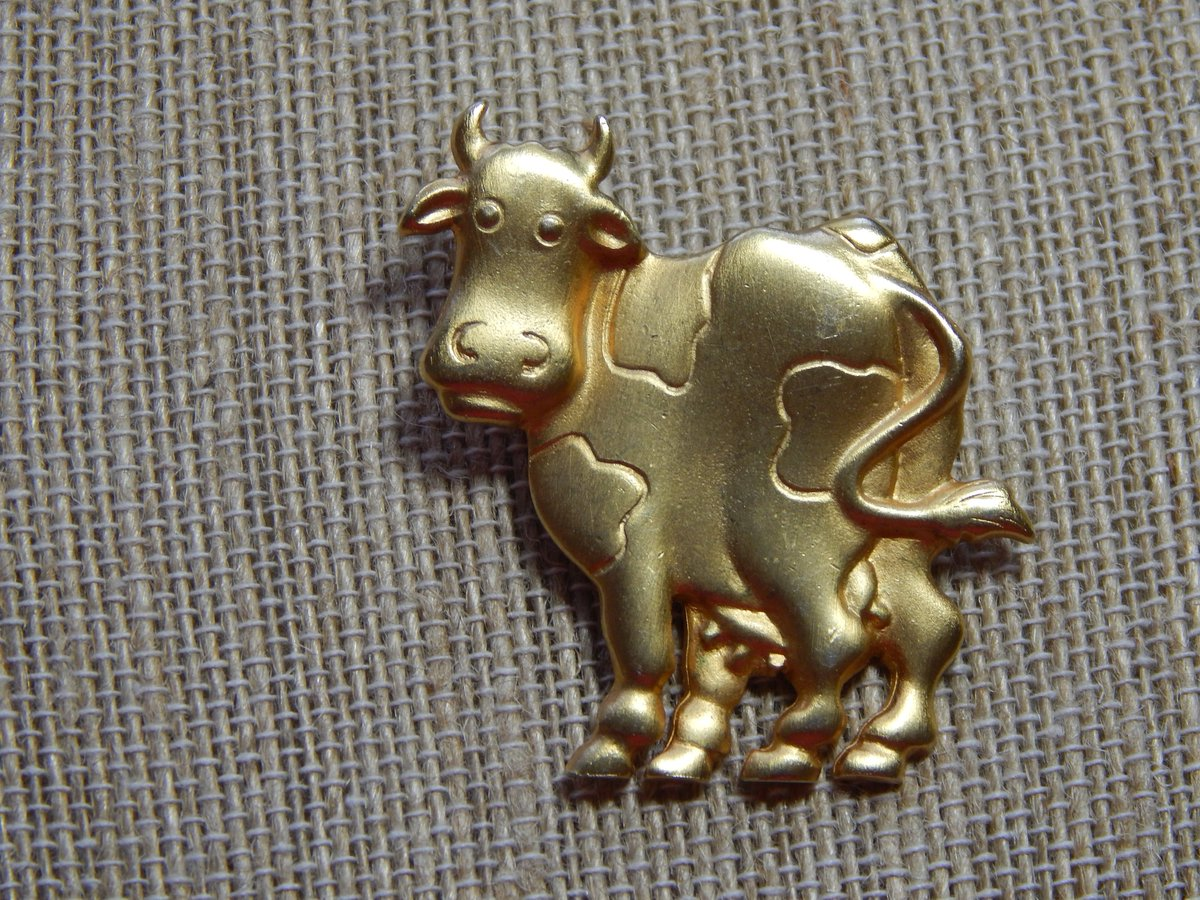Excited to share the latest addition to my #etsy shop: 80's Jewelry Collectible Jonette Jewelry Co. Gold Farm Animal Cow Brooch- Gift for Her  https:// etsy.me/2SgiWvj      #jewelry #brooch #gold #animals #no #women #birthday #mothersday #goldtonebrooch<br>http://pic.twitter.com/o5ooFdk2uY