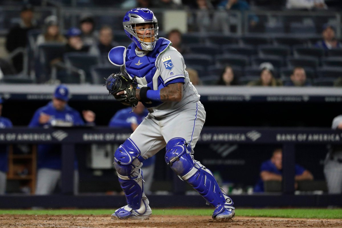 The #Cubs today acquired catcher Martín Maldonado from the Kansas City Royals for LHP Mike Montgomery. https://t.co/XAbrN1gHw3