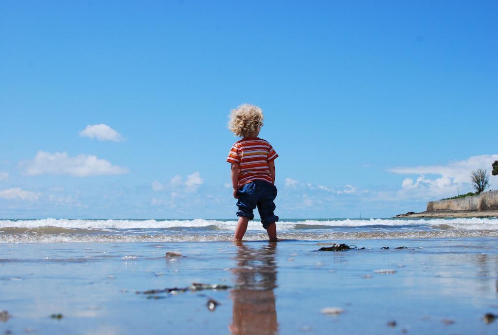 El #verano trastoca por completo nuestros horarios y eso afecta directamente a los niños. ¡Sigue estos consejos y adopta una nueva #rutina! ⏰ http://to.philips/6014EtR3G vía @PhilipsAvent_es
