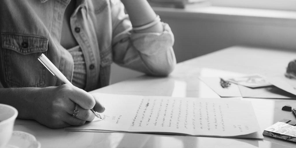 """test Twitter Media - ✍""""Pienso en ti"""" es un concurso de relatos organizado por @sanitas Mayores, donde los participantes se inspiran en su propia realidad y en la experiencia de vivir con #demencia o estar al cuidado de una persona con demencia.  https://t.co/Fhj0OwauOQ #AESTEasociados https://t.co/j3hk3OkUJp"""