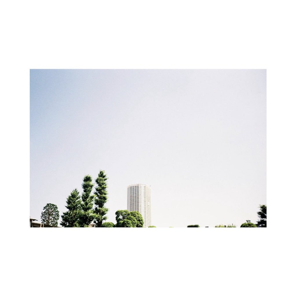 #olympus #olympustrip35 #lomography #lomographyfilm #film #filmcamera #filmphotography #instagram #instagramjapan #tokyocameraclub #sky #skylovers #skyblue #bluesky #whiteclouds #solar #wind #light #shadows #myworld