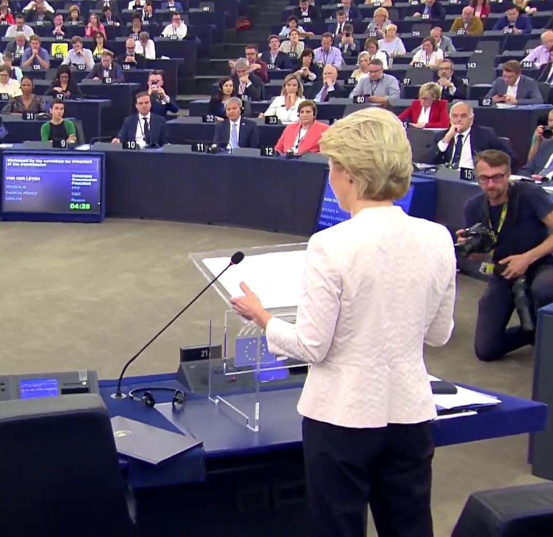 #plenpe @vonderleyen Notre objectif de réduire de 40% les émissions de Co2 d'ici 2030 est insuffisant nous devons aller plus loin. En deux temps : réduction de 50% d'ici 2030 voire 55%. Je vais soumettre la première loi climat européenne dans mes 100 premiers jours #vonderleyen