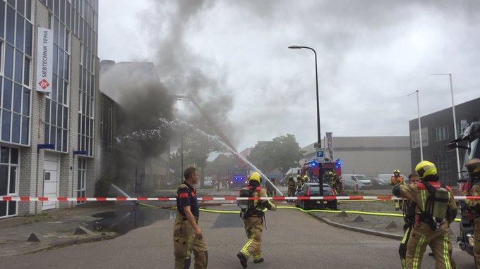 Brandweer De Lier opgeroepen voor een zeer grote brand bij bedrijfspand aan de Steenplaetsstraat in Rijswijk https://t.co/yteljylMyN