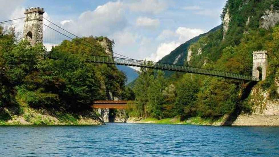 Stop ai tuffi dai ponti del Corlo: «È una questi...