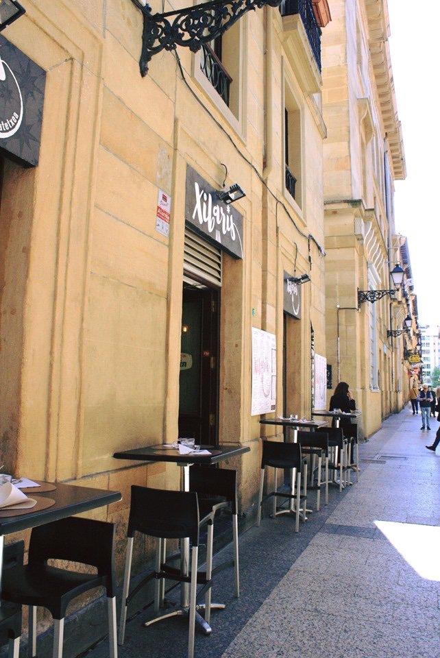 Hoy toca... terraceo. 😎☀️  #xibaris #donostia #partevieja #sansebastian #aldezaharra #restaurante #terraza #comerendonostia #comidas #cenas