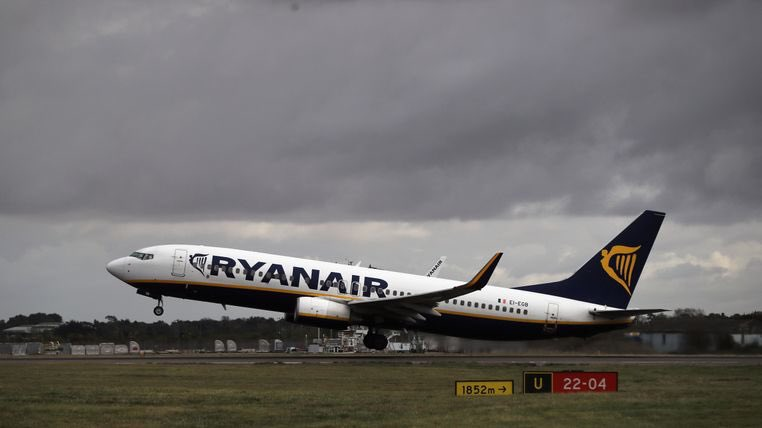 Europe's largest budget carrier Ryanair to cut services as Boeing 737 MAX crisis hits fleet. 🇮🇪🛬#Ryanair #travel #BoeingMax  http://news.sky.com/story/ryanair-to-cut-services-as-boeing-737-max-crisis-hits-fleet-11764003…