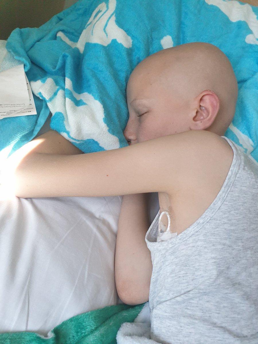 @LucasMoura7 por favor envie um video desejando #LucasNewton com 12 anos #HappyBirthday você é o seu #herói Lucas está muito doente com #NonHodgkinsLymphoma #Cancer  ele também joga #27seu melhor amigo tem #cancer também eles estão angariando fundos @MyWishCharity @scottnewton5