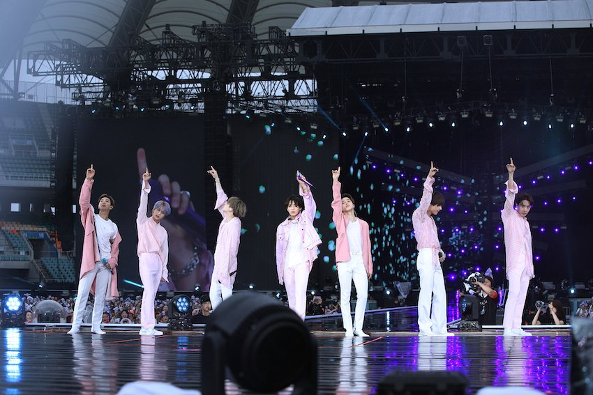 """BTS、21万人動員の日本スタジアムツアー完走❗ 初めての""""雨エディション""""にメンバーもARMYも感動&熱狂 ☂✨「幸せな思い出をありがとう」【?その他写真あり】#BTS #静岡 #ライブレポ @BTS_jp_official"""