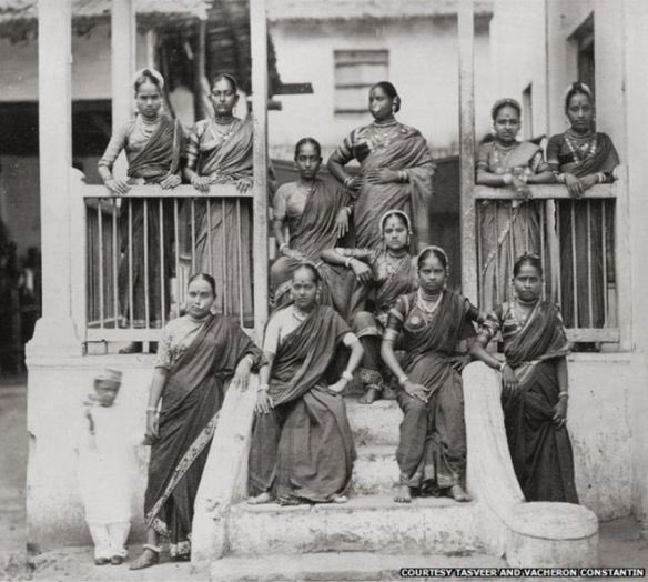 A group of Marathi women (1875 pic) from BBC archives. #SareeTwitter<br>http://pic.twitter.com/06dhijJ81o