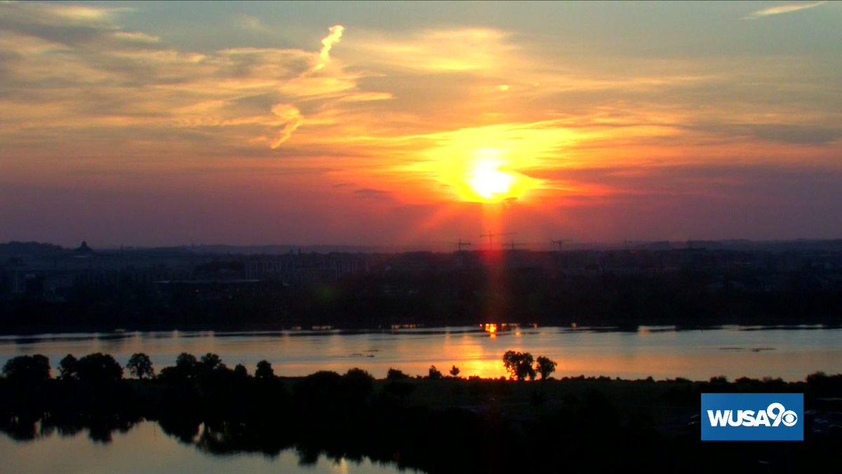 A terrific start to Tuesday in DC.  Mother Nature does it again!  #WUSA9Weather #GetUpDC <br>http://pic.twitter.com/zXcxzjbOSy
