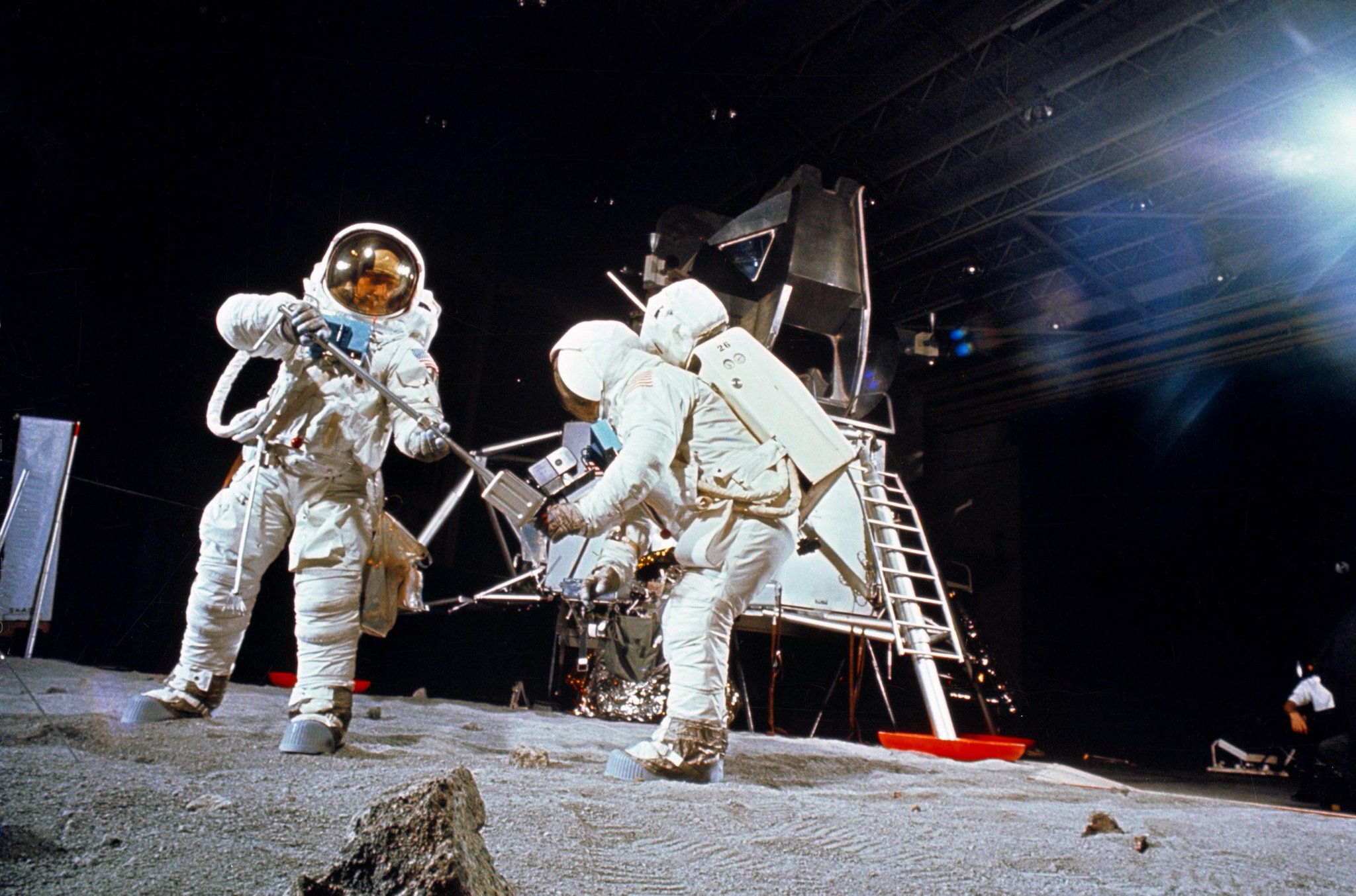 apollo 11 pictures - 1050×550